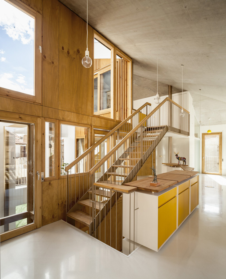 Un sorprendente casa donde interior y exterior se - Escalera exterior para segundo piso ...