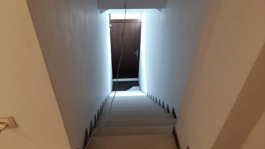 Escalera acceso a vivienda
