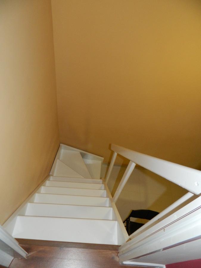 Escalera bajada de habitación 1 a salón