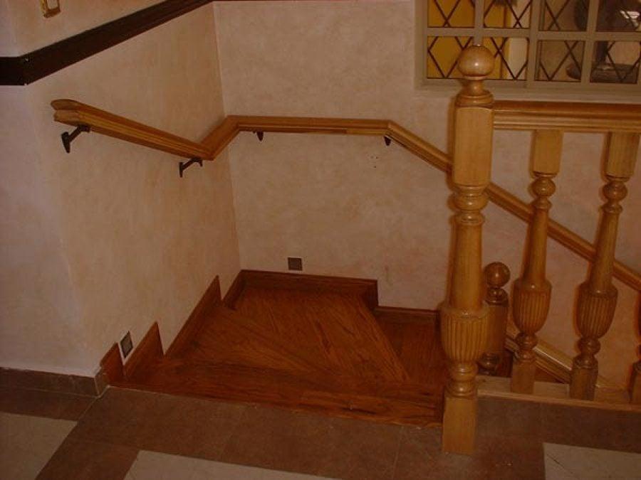 C mo construir un pasamanos ideas reformas viviendas - Pasamanos de madera modernos ...