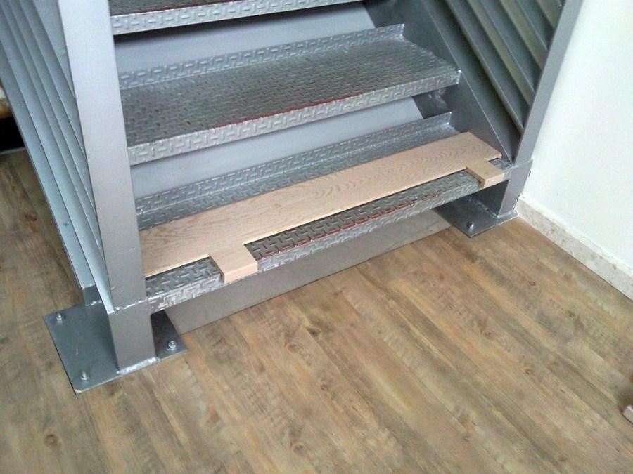 Forrar escalera con parquet flotante e instalar suelo - Suelos de vinilo para banos ...