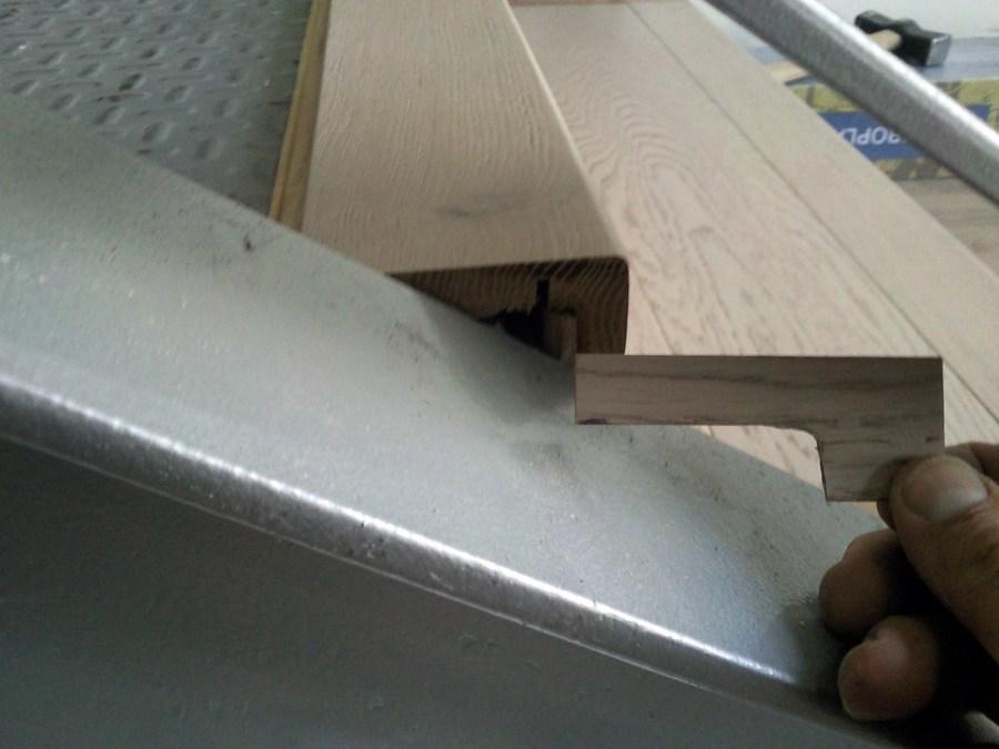 Foto escalera con parquet flotante y suelo con vinilo de for Poner suelo vinilico