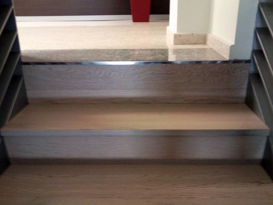 Forrar escalera con parquet flotante e instalar suelo for Baldosas vinilicas pared
