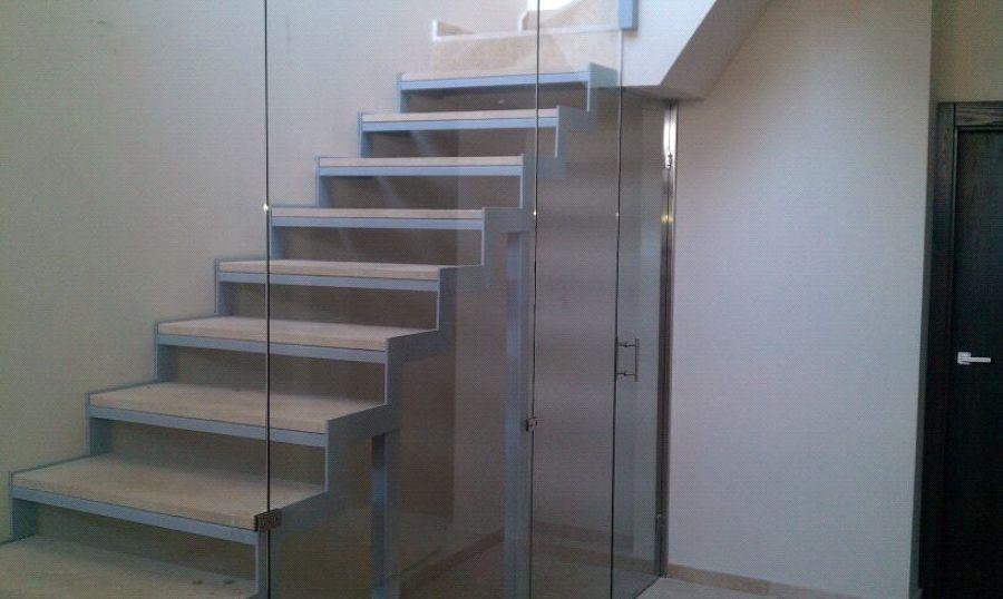 Escalera de acceso planta sotano