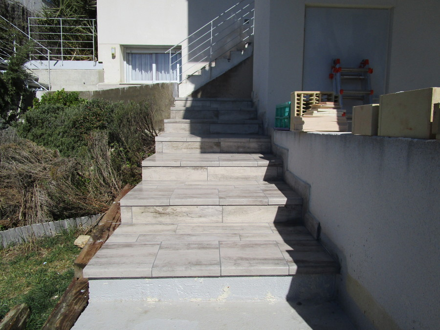 Escalera de bajada a la piscina