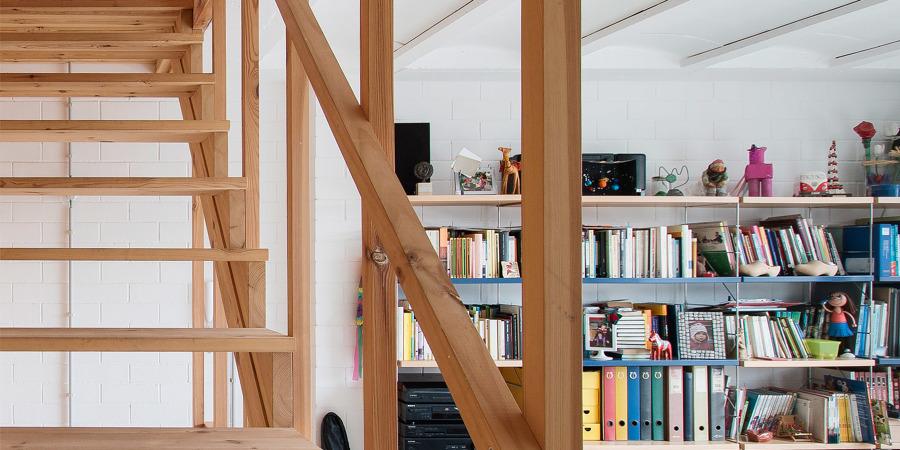 Escalera de listones de madera