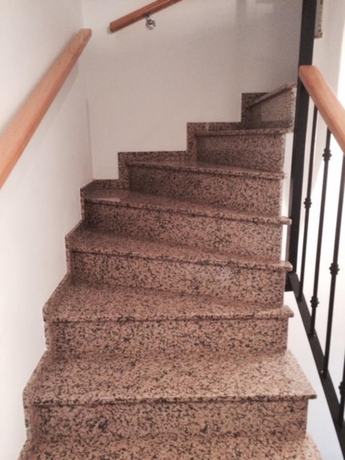 Foto escalera de marmol de decoparket gandia sl 804648 for Como quitar las manchas del marmol beige