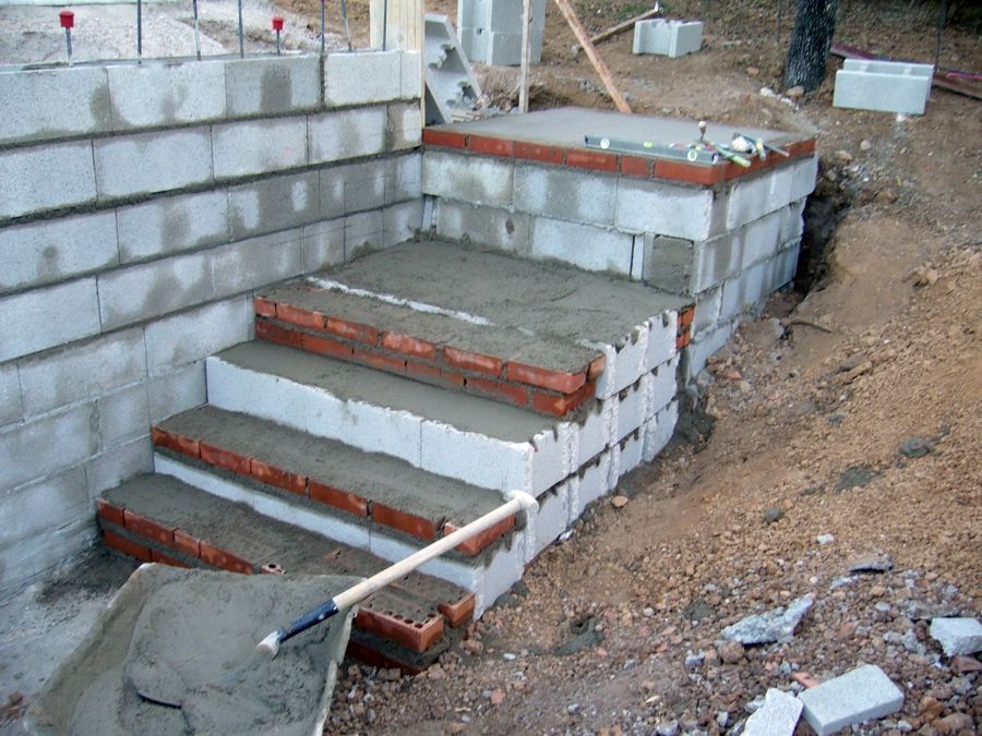 Muro contenci n de tierra ideas alba iles for Escalera de bloque de jardin