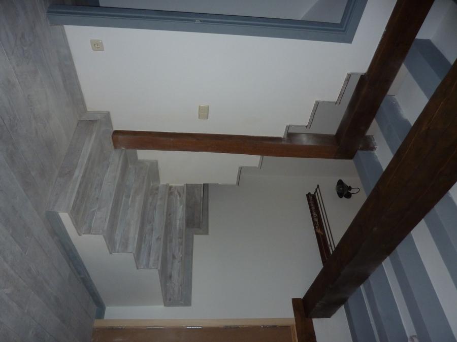 Escalera de subida a la primera planta