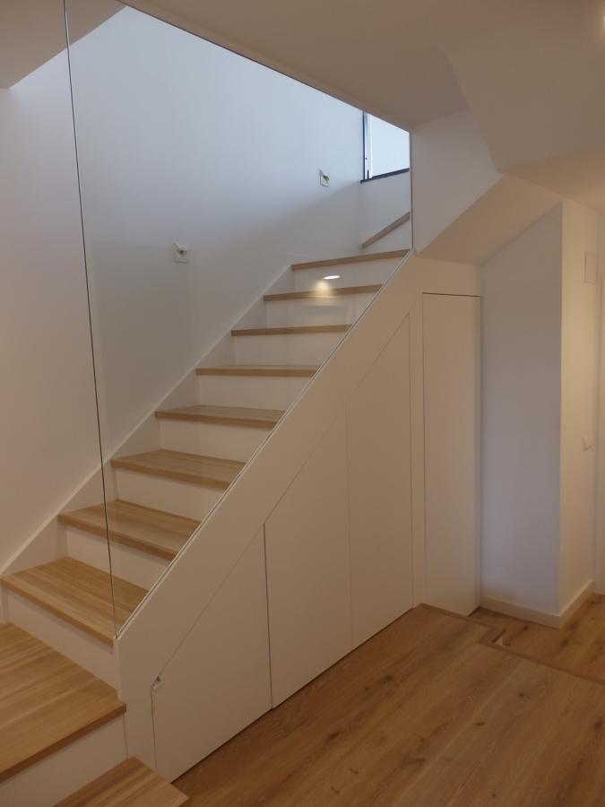 Escalera desde planta inferior
