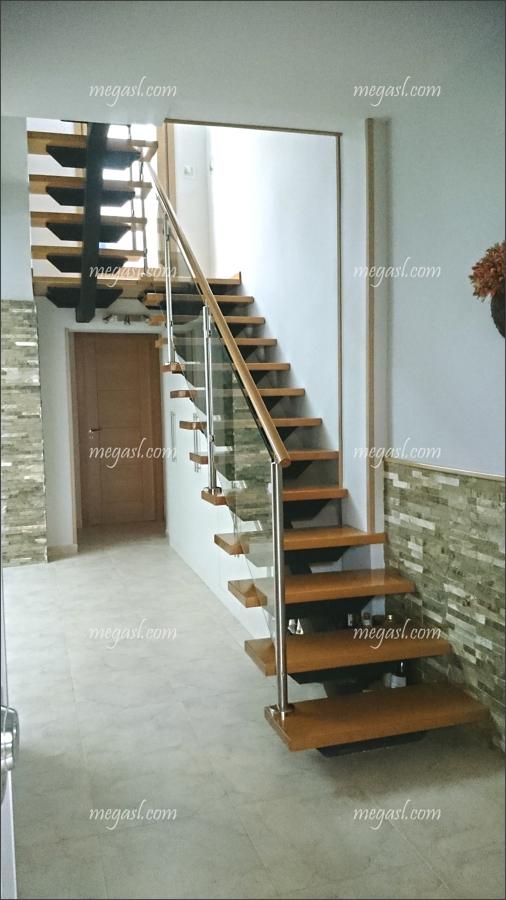 Escalera en madera cristal y acero en madrid ideas reformas viviendas - Escaleras de cristal y madera ...