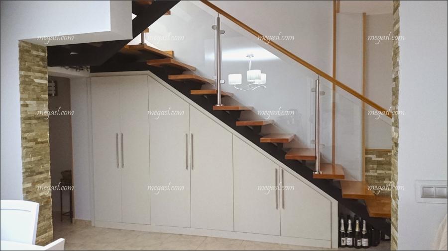 escalera en madera y cristal