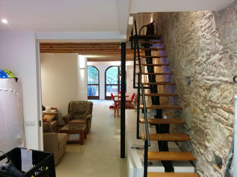 Escalera + entrada