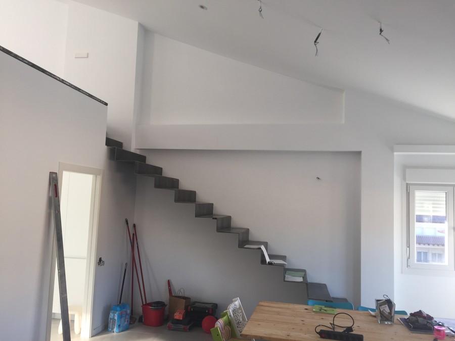 Forrado de escalera para tico teruel ideas carpinteros - Estructura de metal ...