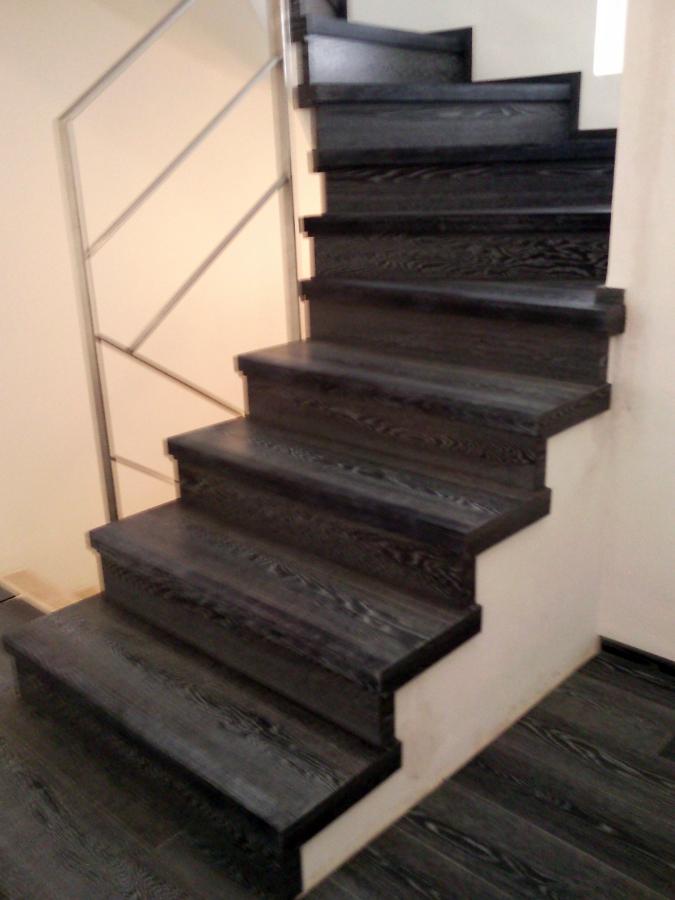 Foto escalera forrada con parquet flotante eurowood roble for Escaleras de parquet