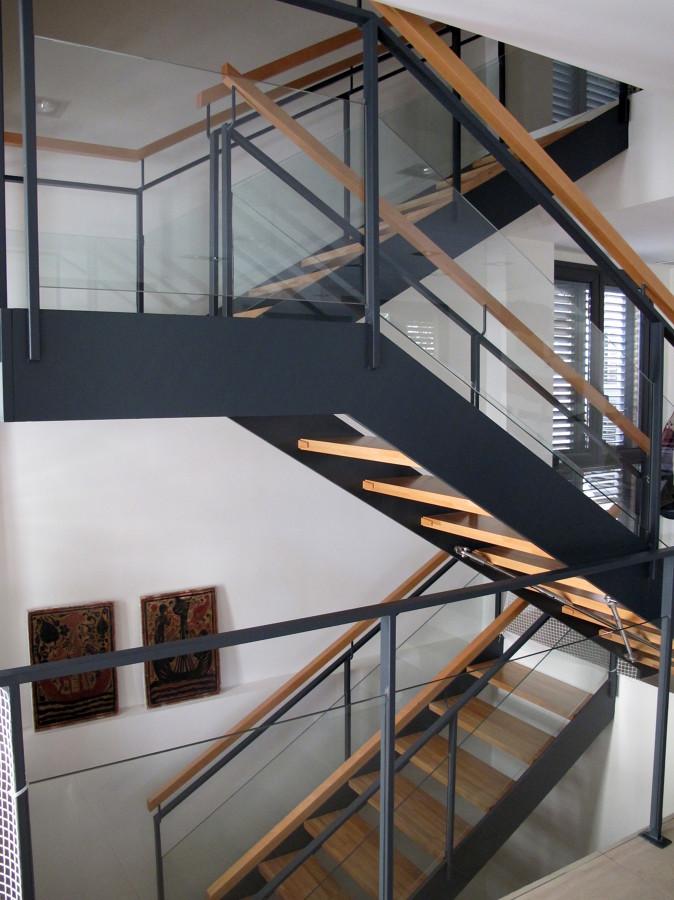 Foto escalera hierro interior de construcciones piedra for Construccion de escaleras de hierro