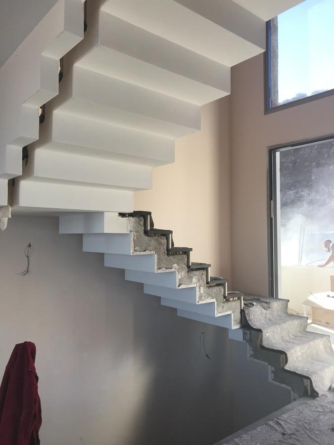 Escalera interior en obras