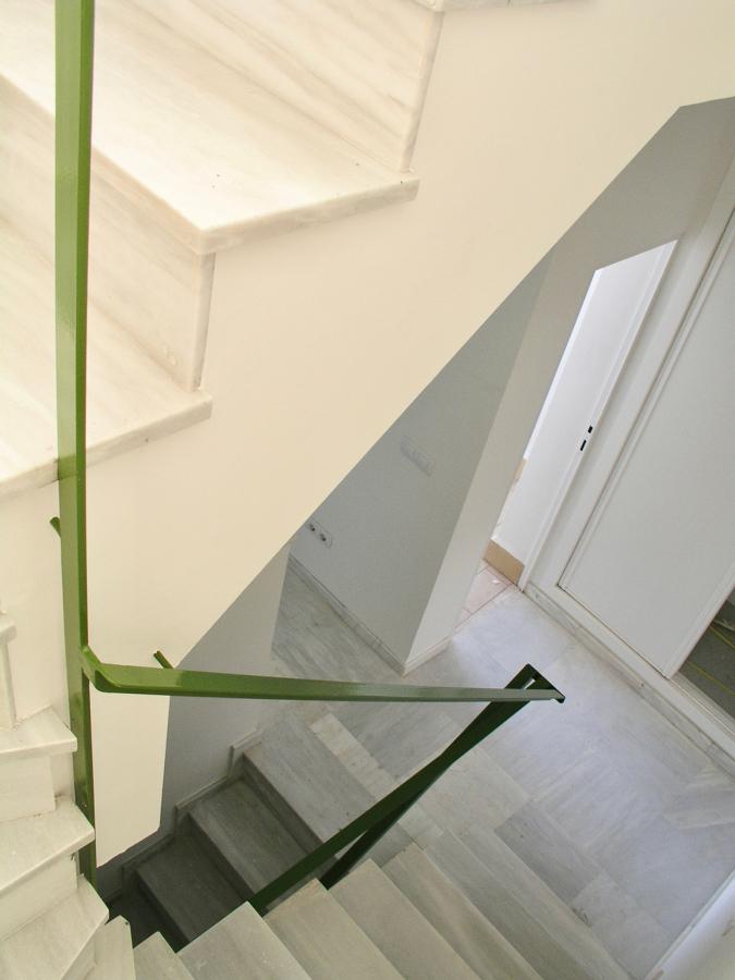 Escalera interior de una vivienda de acceso a la azotea