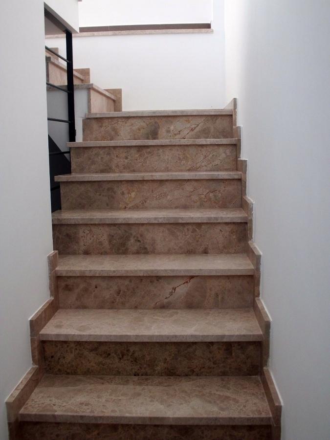 Foto escalera marmol de construcciones jomapesa s l - Marmol para escaleras ...