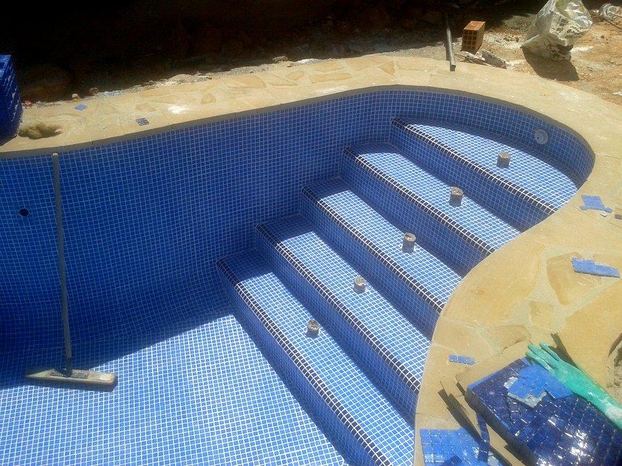 Escalera piscina .