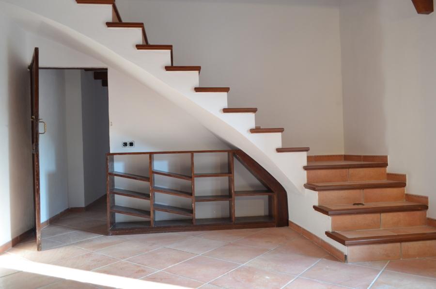 Foto escalera rustica de balear de reformas y servicios for Fotos de escaleras rusticas