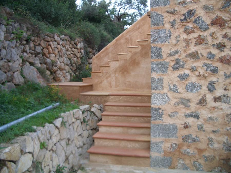 escalera subida a terraza superior