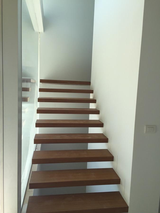 Escalera volada interior vivienda