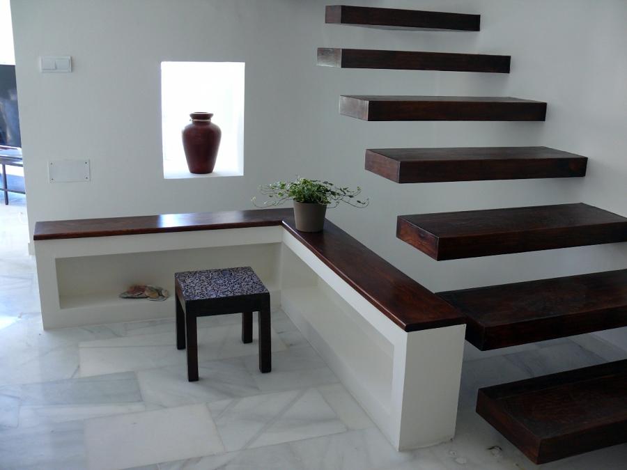 Foto escalera y mueble en pladur con detalles decorativos - Muebles de pladur para salon ...