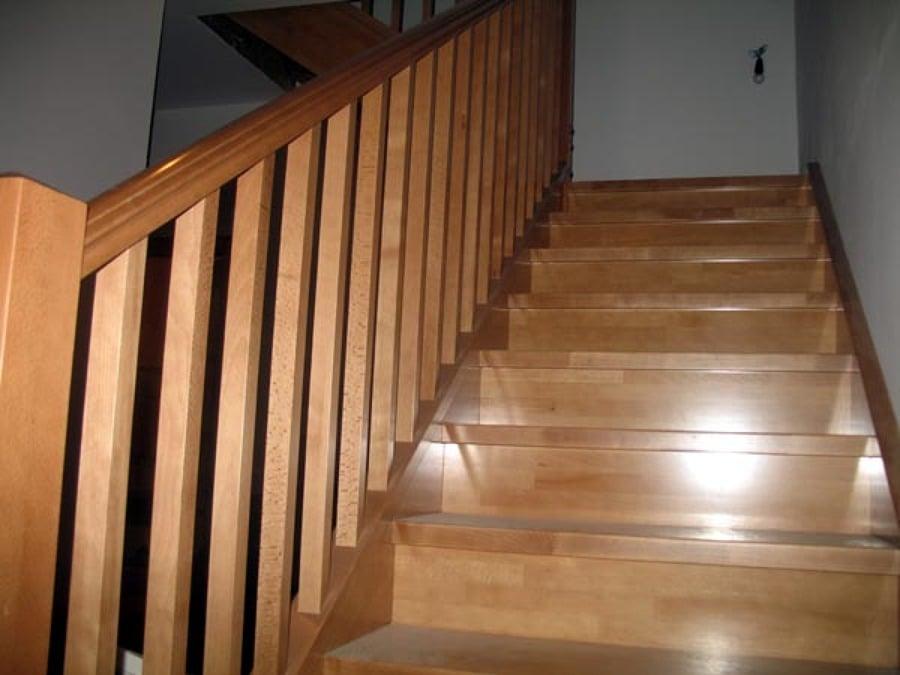 C mo reparar unas escaleras de madera deterioradas ideas for Barandillas escaleras interiores precios