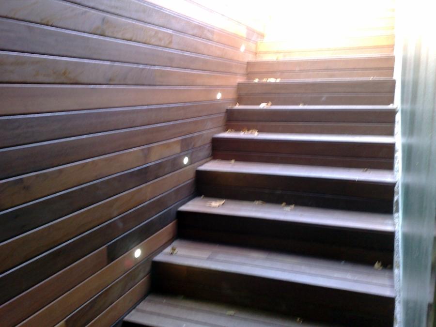 Foto escaleras con leds de parquets vilches 415451 - Leds para escaleras ...
