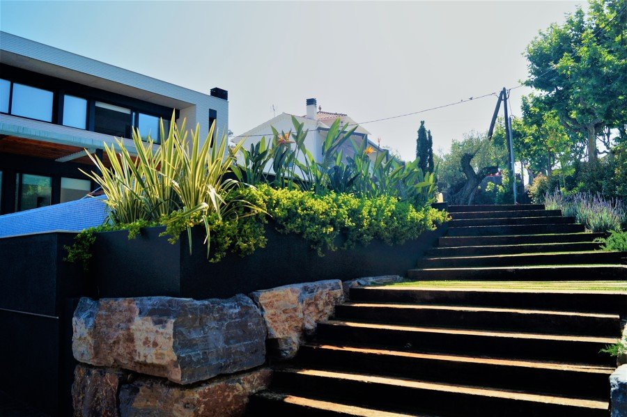 Foto escaleras del jard n de arqjm23 1489952 habitissimo for Escaleras para caminar fuera del jardin