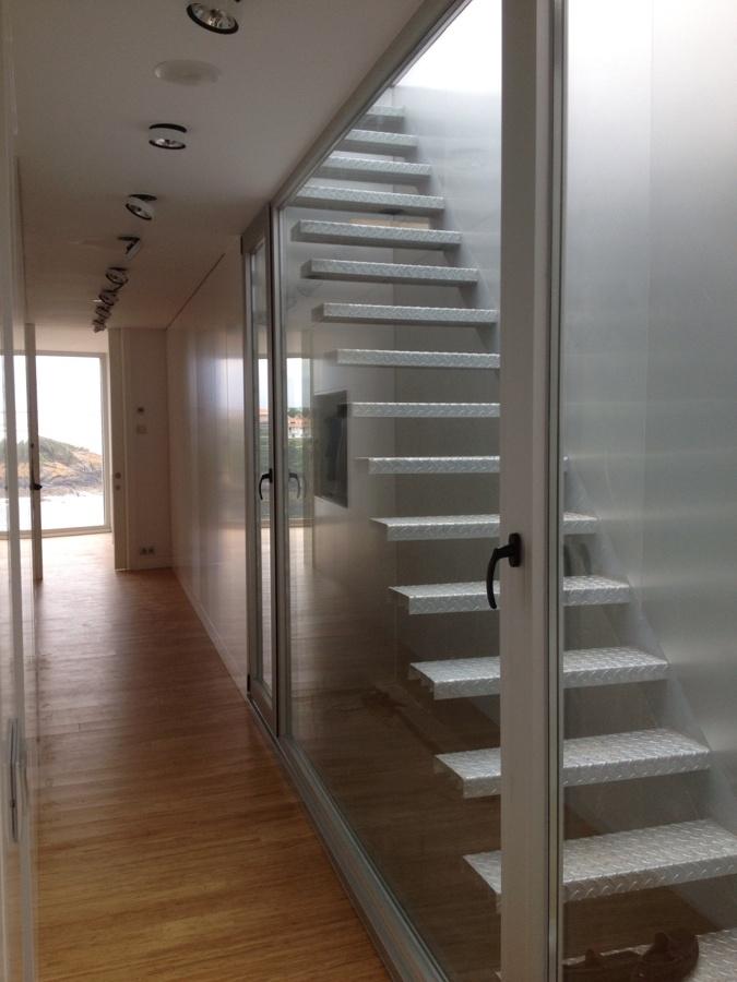 Escaleras subida a terraza y jacuzi
