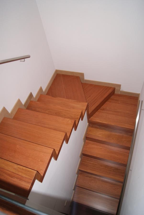 foto escaleras vista desde arriba de innova parquets