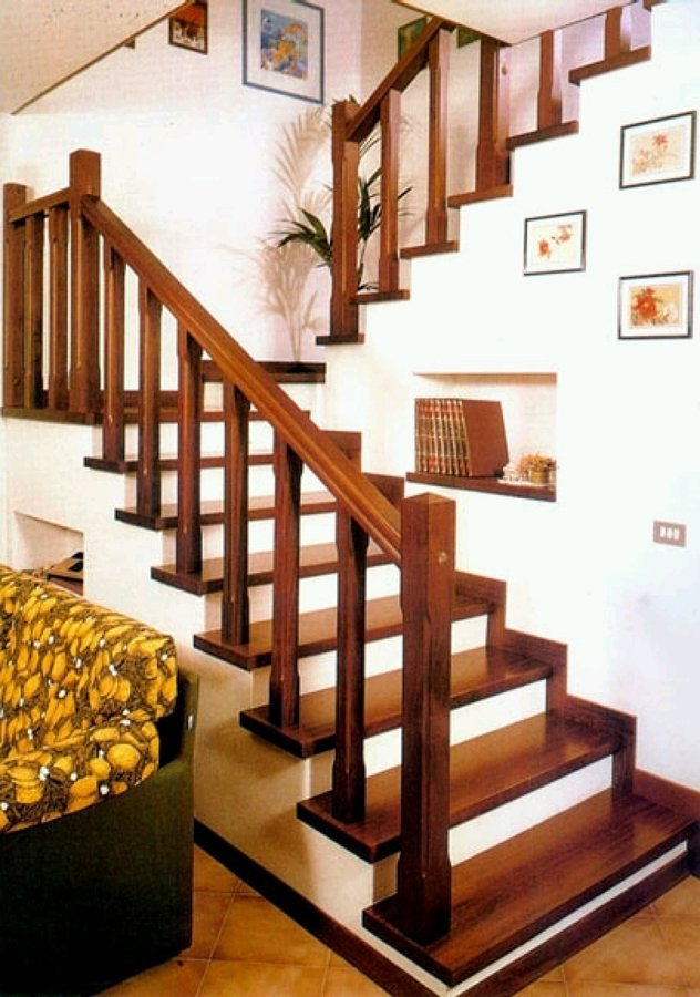 C mo decorar la escalera ideas reformas viviendas for Escaleras para 2 pisos