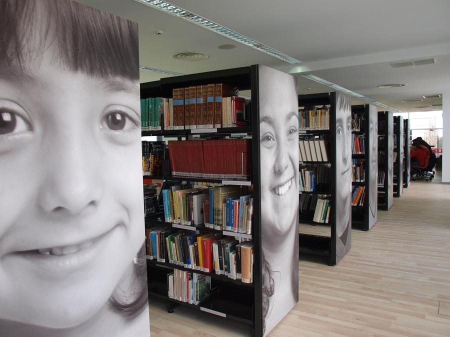 Espacio expositivo para libros y obras de arte u fotografia