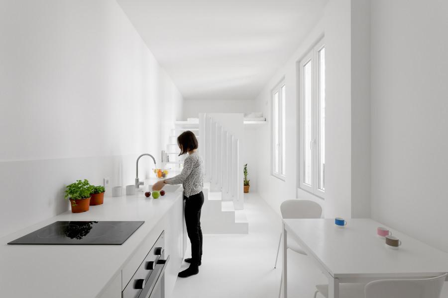 espacio principal pintado de blanco