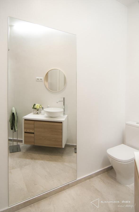 El nuevo baño de M y Lola por emmme studio: Espejo