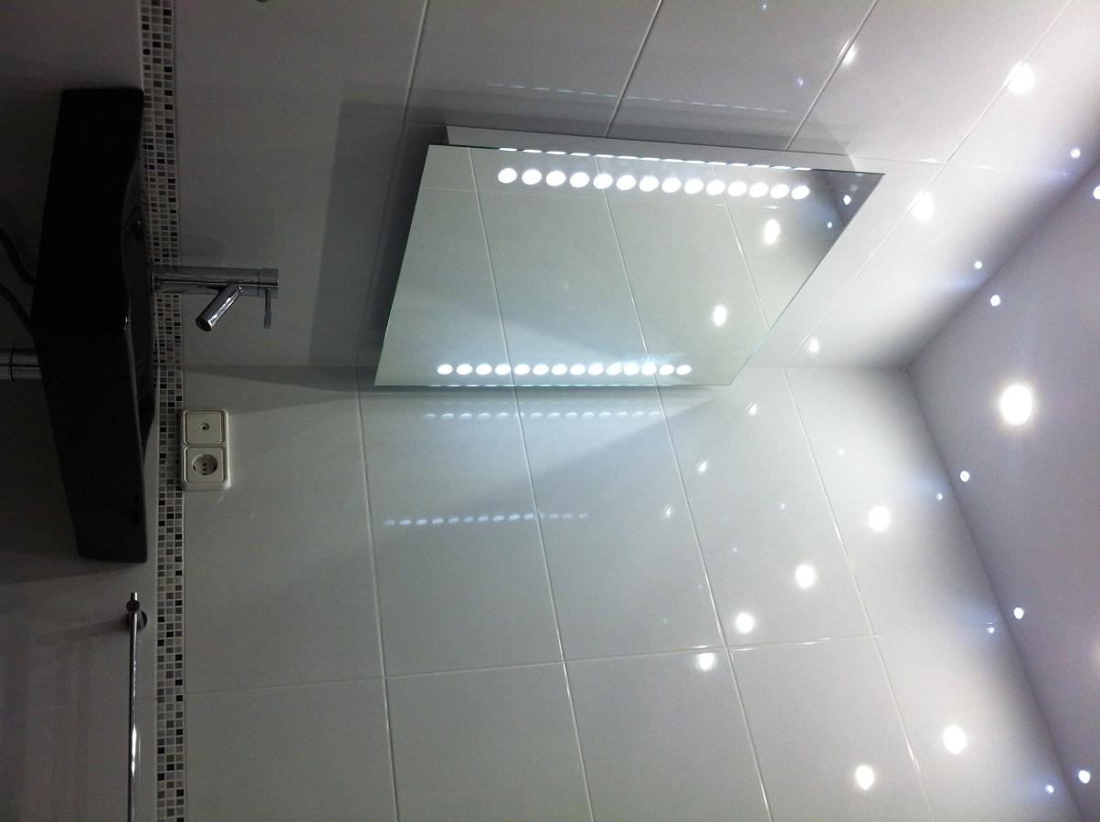 Foto espejo luces led y lavabo de valenducha 278816 - Iluminacion led para banos ...