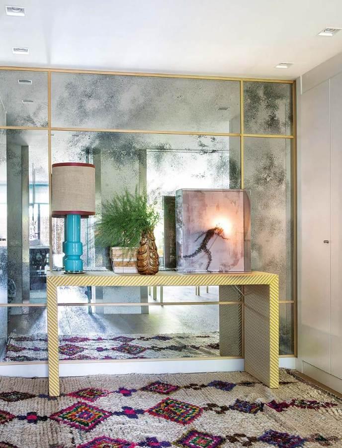 C mo emplear espejos para agrandar tu casa ideas decoradores - Como colocar un espejo encima de un aparador ...