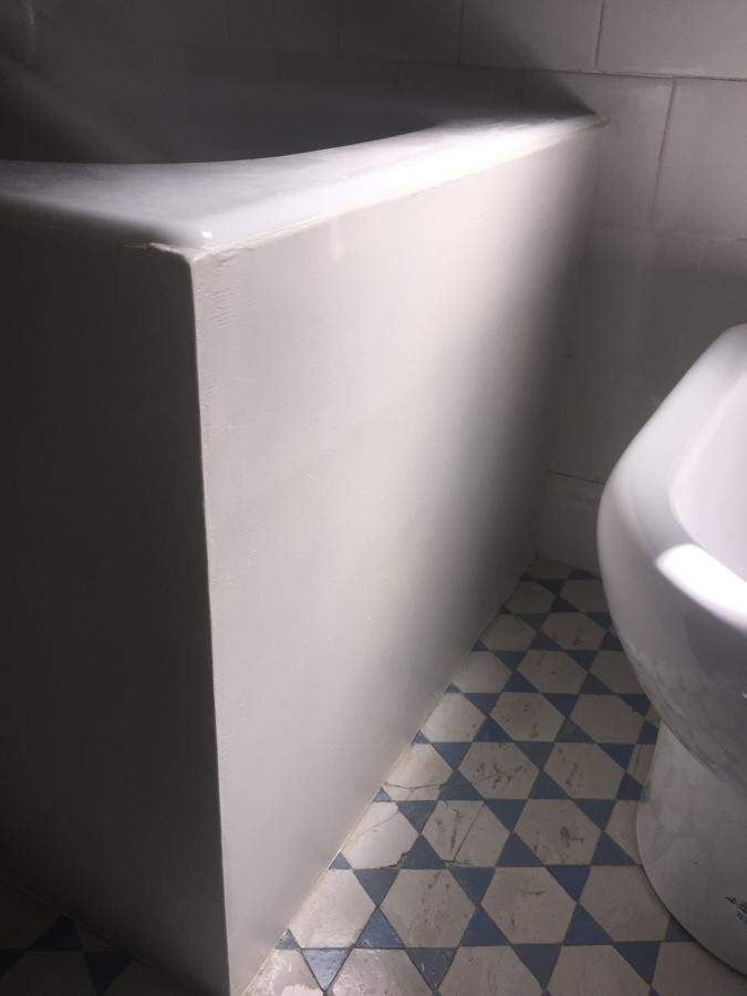 Esquina bañera en blanco