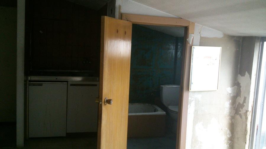 Estado de los baños y la pequeña cocina