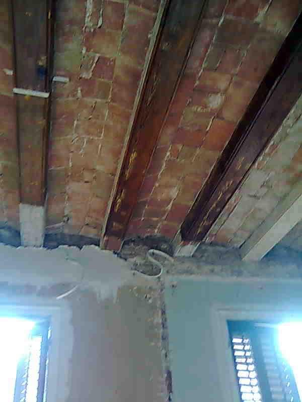 estado inicial techos y vigas obra vista