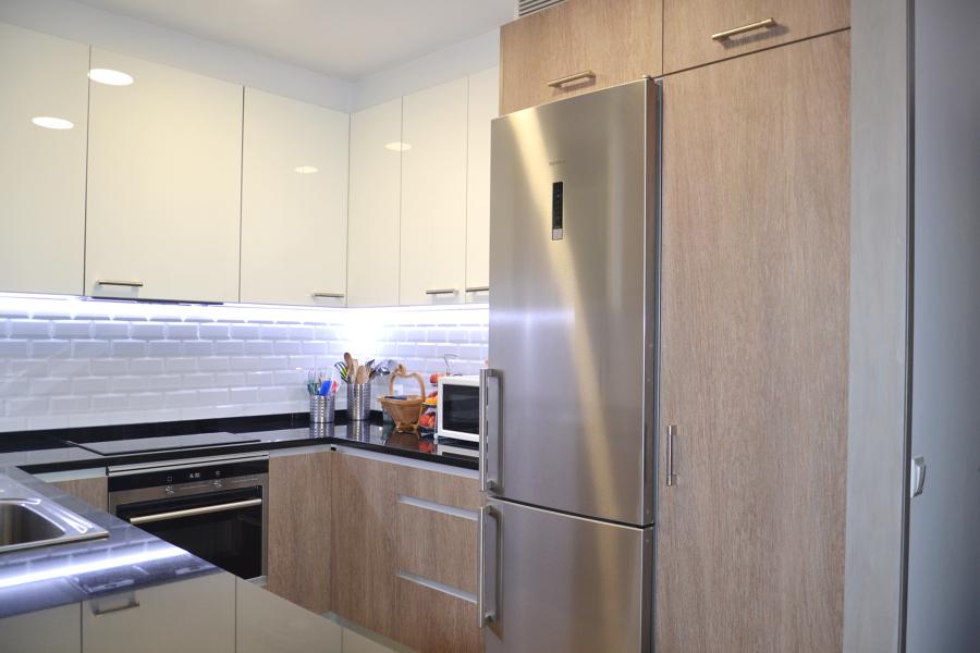 Una nueva cocina abierta al sal n antes y despu s for Reforma cocina abierta al salon
