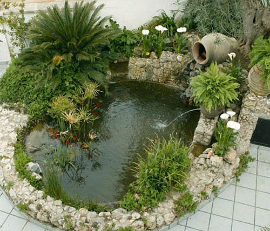 Consejos para hacer un estanque en el jard n ideas for Grutas para jardines pequenos