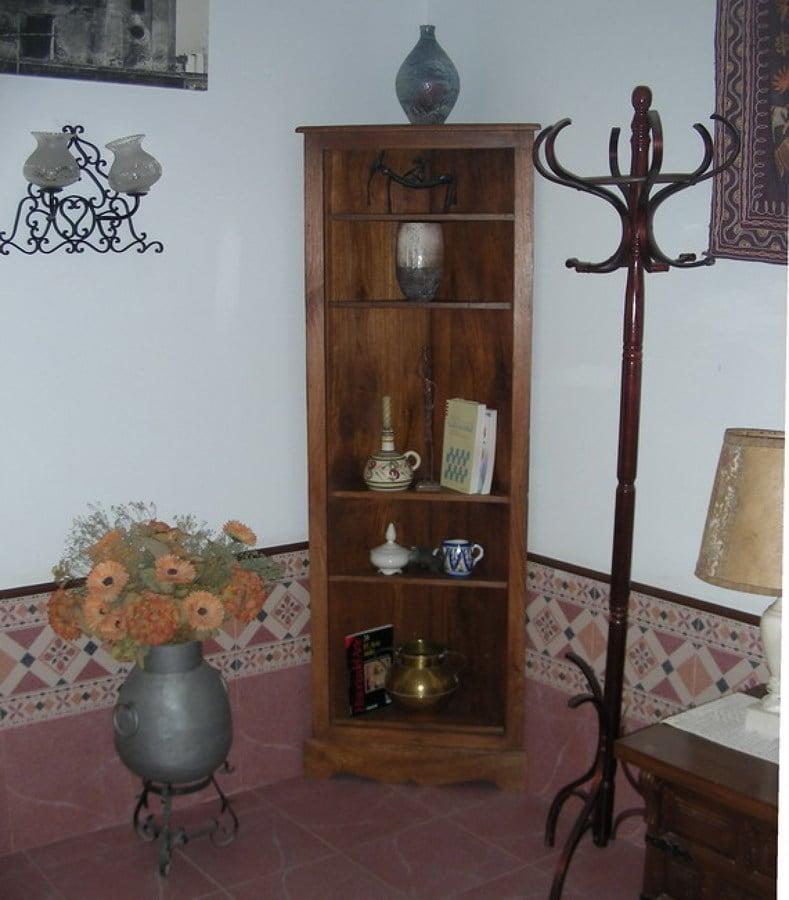 Consejos para colocar los muebles esquineros ideas - Rinconeras de madera ...