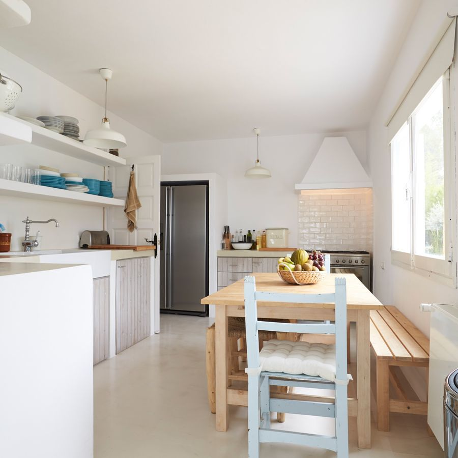 Estantes de pladur en la cocina