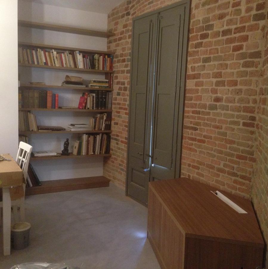 Estantes, mueble TV a medida y reforma de ventanas