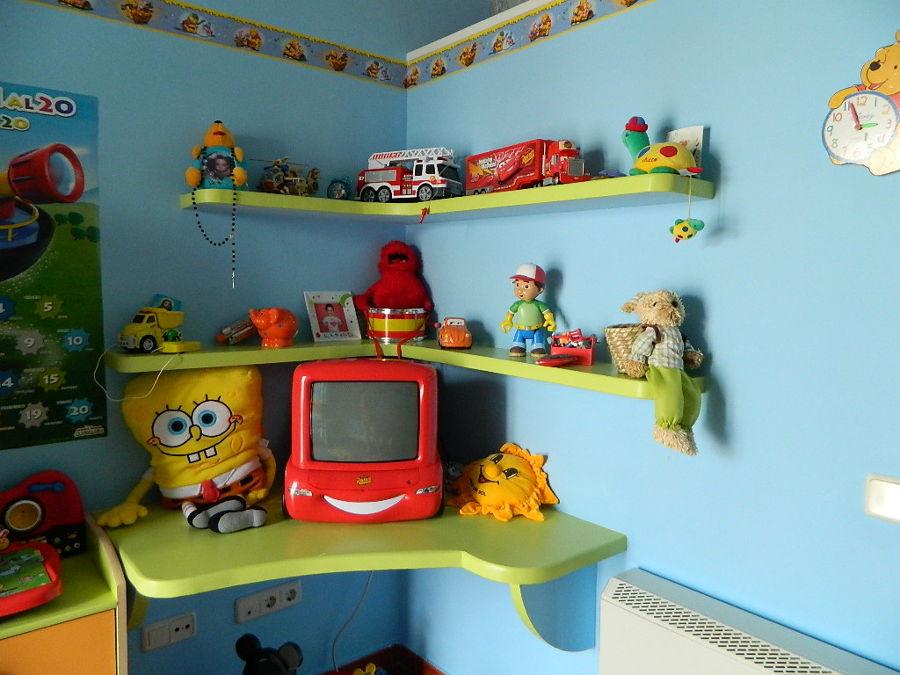 estantes y mesa de escayola