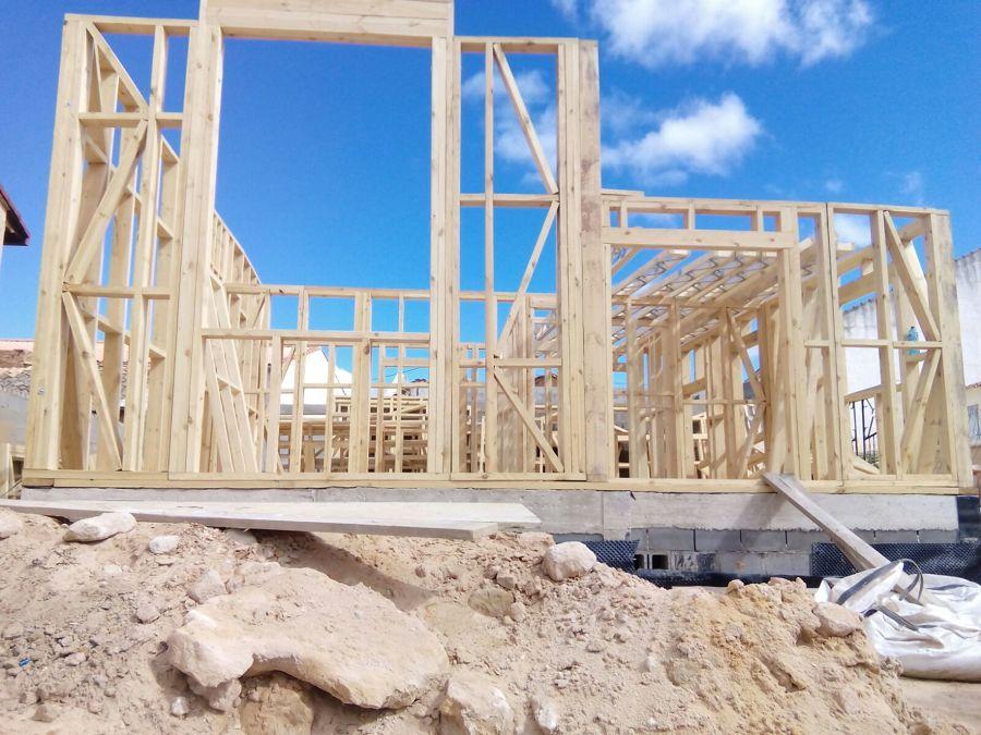 Casas de estructura de madera excellent portal de piedra for Estructura casa de madera