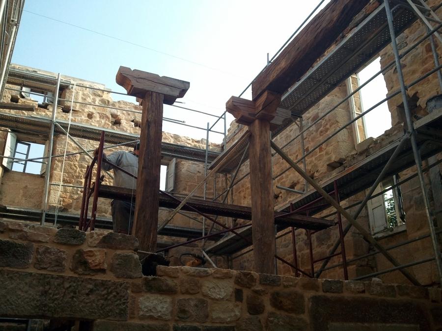 Estructura con roble recuperado